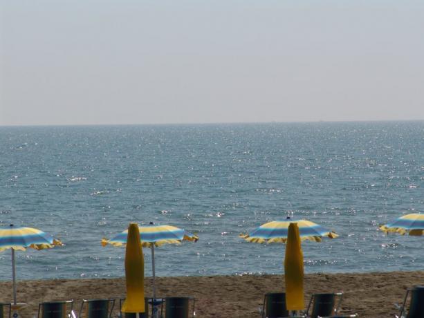 Vista mare dalla spiaggia