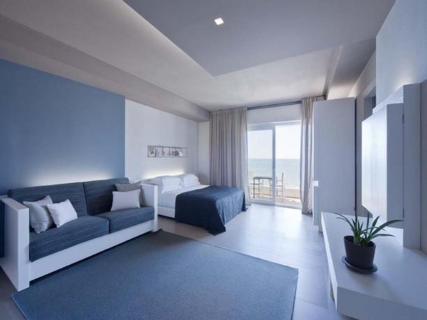 Hotel moderno con camere familiari fronte mare Latina