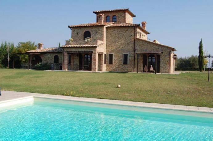 Affitto Villa con Piscina per 14 Persone