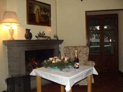Sala comune con caminetto