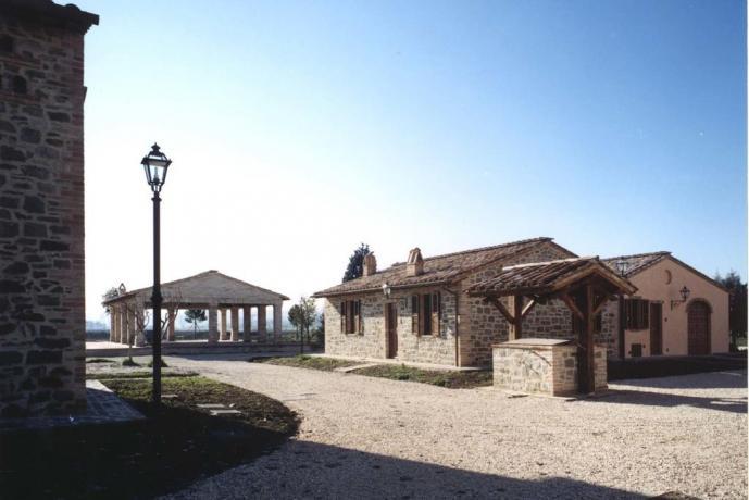 Casale con parcheggio auto Ospedalicchio-Umbria