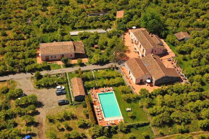Vista dall'alto agriturismo con piscina vicino Catania
