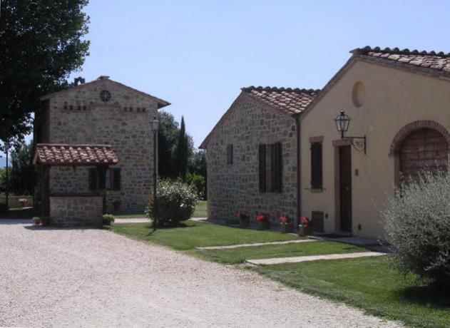 Casale in pietra con giardino e piscina Ospedalicchio-Umbria