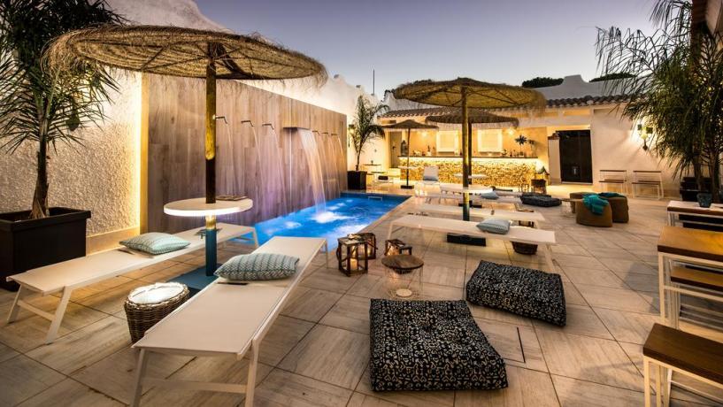 sardegna-santamargheritadipula-hotellusso-piscinaconcascata-idromassaggio-lifestylehotel