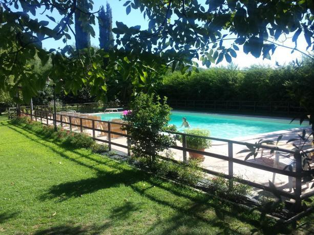 Agriturismo in Umbria con piscina e giardino