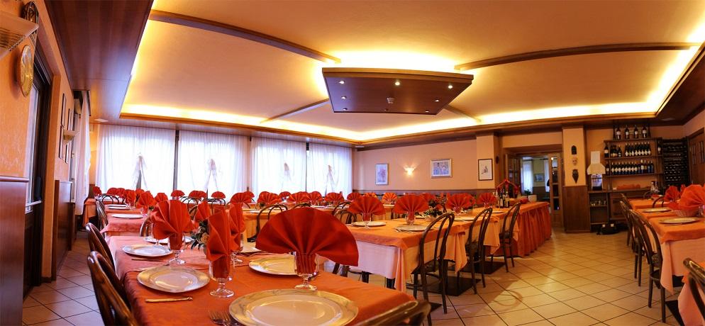 Ristorante interno aperto pranzo e cena