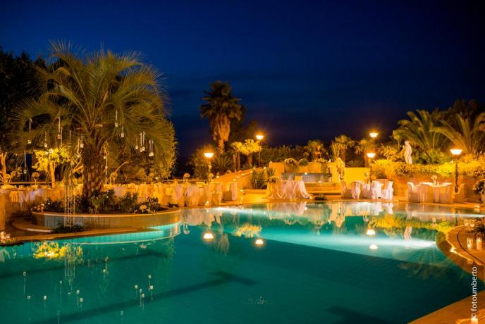 Ristorante bordo piscina hotel3stelle Caltagirone