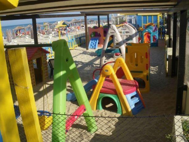 Area giochi per bambini in spiaggia
