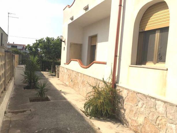 Esterno recintato Villa Vacanze a 100mt dal Mare