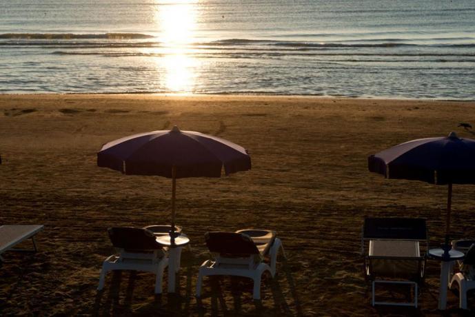 Spiaggia privata dell'albergo in provincia di Foggia