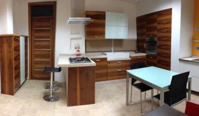 Cucina componibile moderna, legno massello