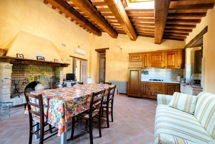 Soggiorno con Ampia Cucina Attrezzata-a-Collazzone-Umbria