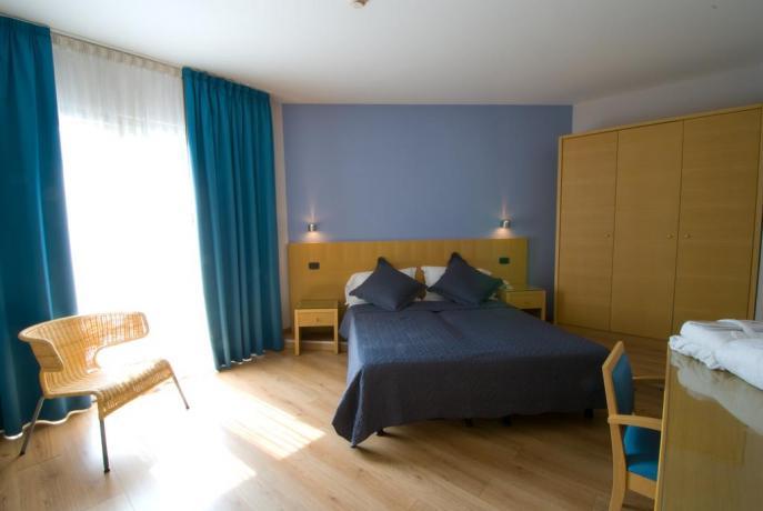 Ampi appartamenti in Hotel fronte Lago di Garda