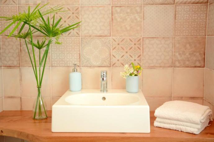 Bagno in camera con asciugamano B&B romano