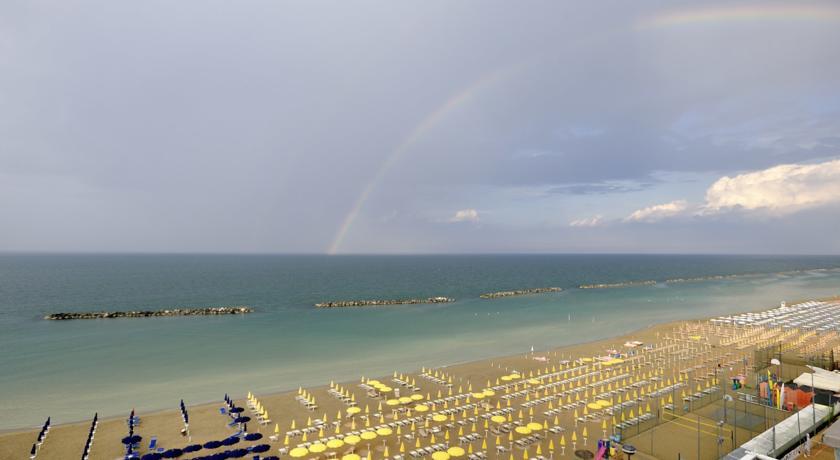 Hotel con spiaggia attrezzata a Pesaro