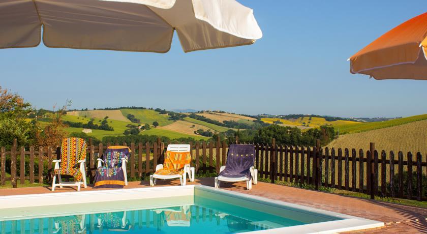 marche-montecarotto-appartamenti-vacanza-piscina-animaliammessi