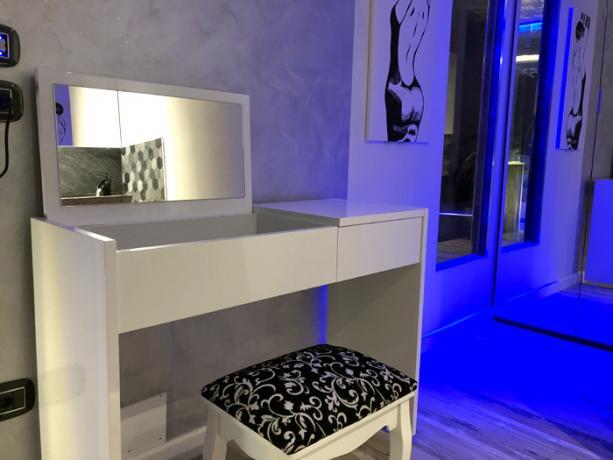 Spa Suite in Perugia, angolo trucco per Lei/Lui
