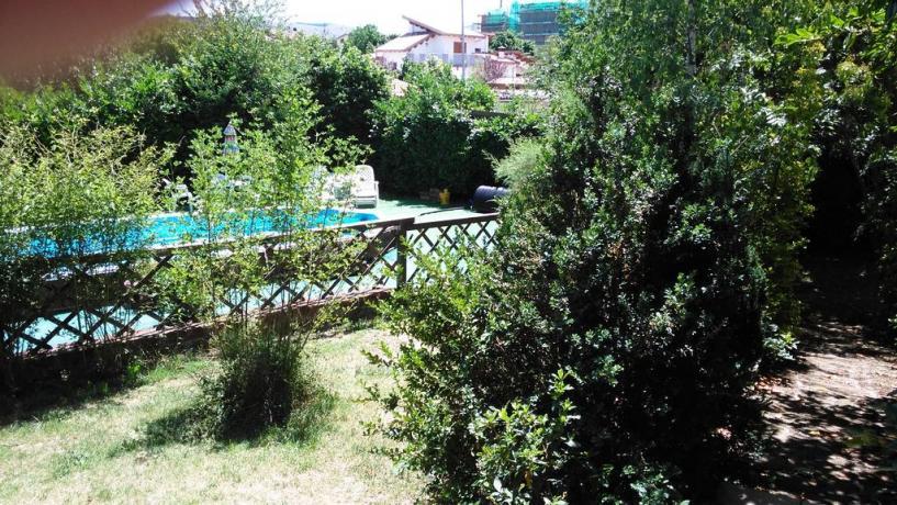 B&B con ampio giardino e piscina all'Aquila