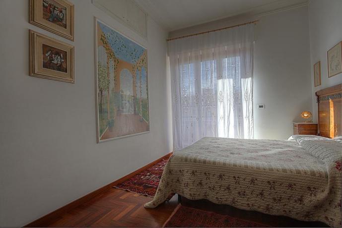 Camera matrimoniale con balcone affittacamere a Roma