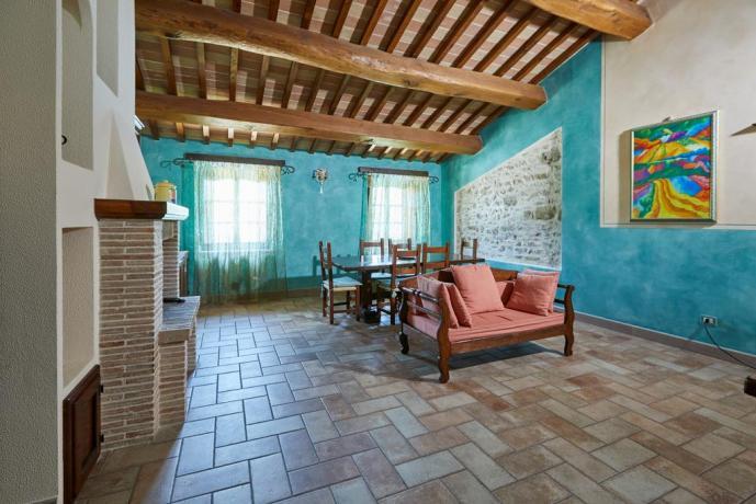 Casale Spoleto con soggiorno e camino per gruppi