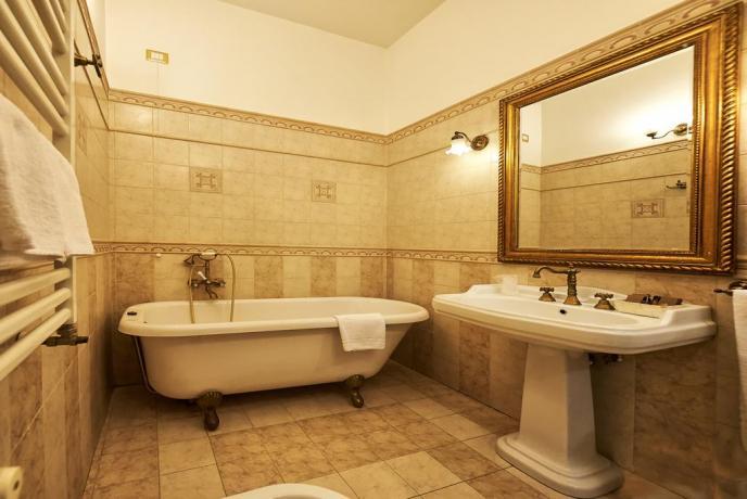 Bagno privato con vasca o doccia
