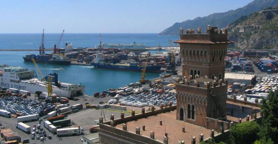 Porto di Salerno vicinissimo al B&B L'Artista