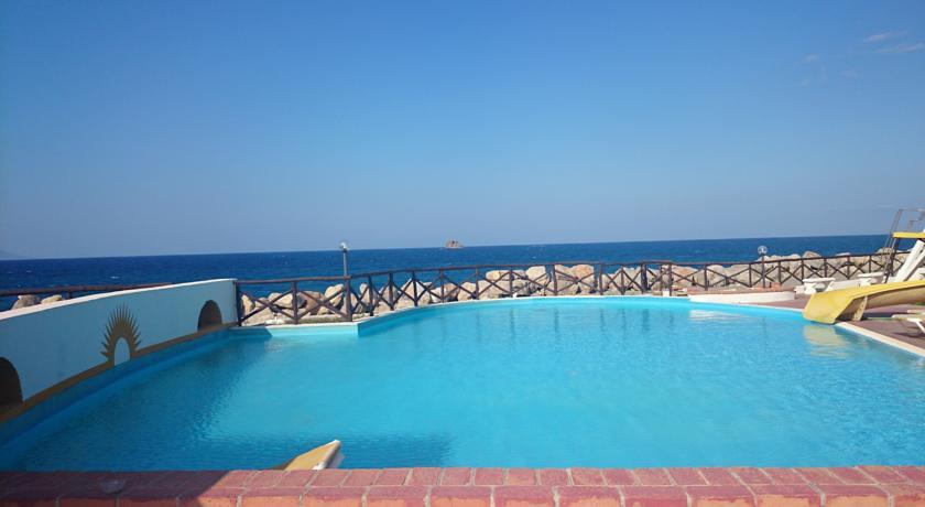 Piscina esterna vista mare hotel*** Patti Messina