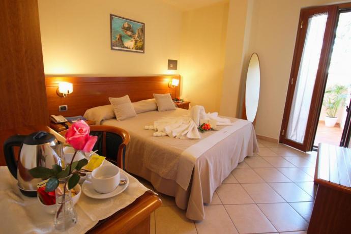 Camera matrimoniale a Tropea Hotel con piscina