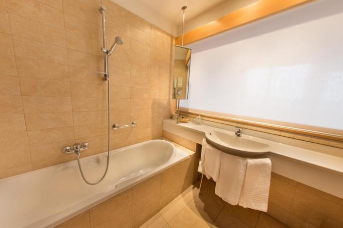 Bagno camera con ampia vasca Hotel Torino
