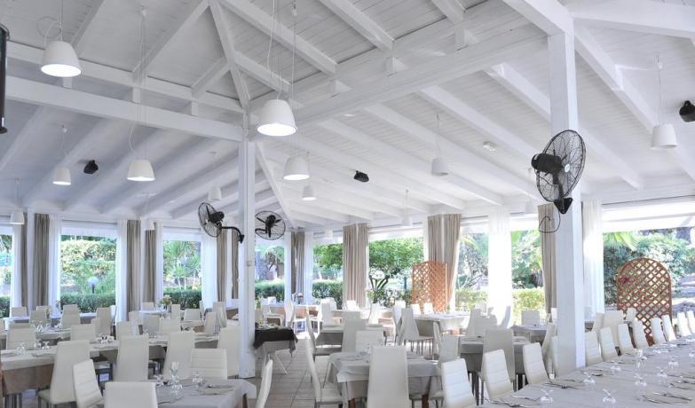 Resort con ristorante interno tipico con aria-condizionata Baia-Domizia