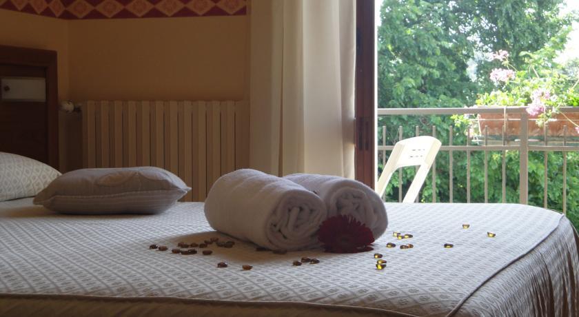 Camere da letto con tv Sat Assisi