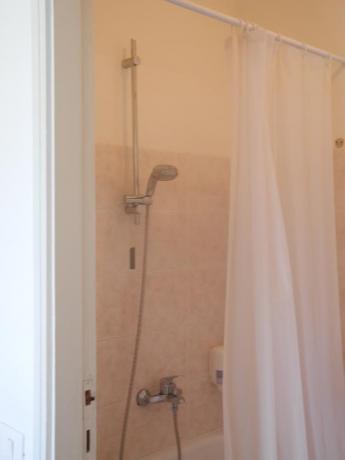Bagno con vasca/doccia hotel a Pesaro