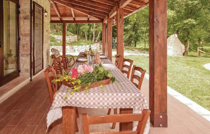 Casa Vacanze a San Lupo area ristoro giardino