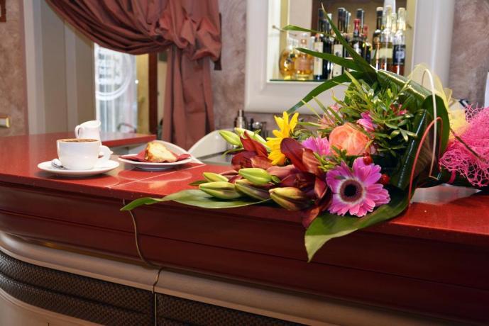 Hotel quattro stelle cellino san marco, bar interno