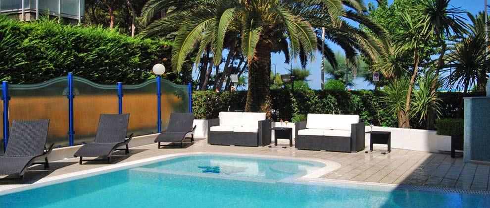 Hotel alba adriatica direttamente sul mare piscina alba - Hotel con piscina abruzzo ...