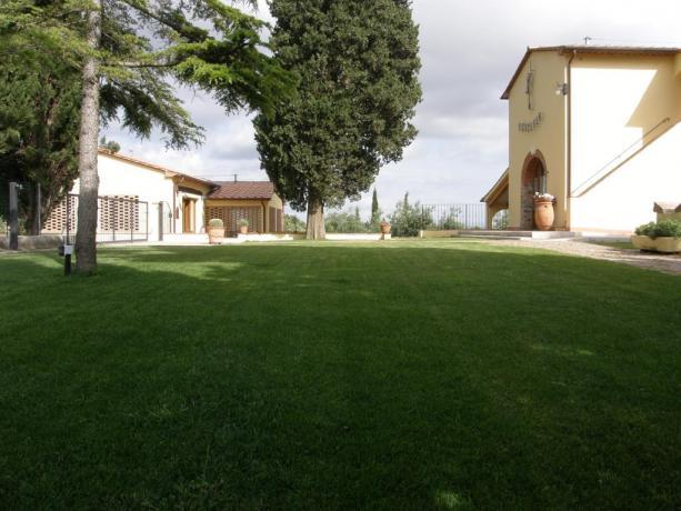 Ampio giardino privato in Agriturismo Campiglia Marittima