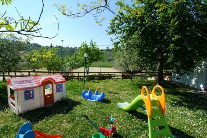 Agriturismo-Abruzzo con piscina ideale-per famiglie con bambini