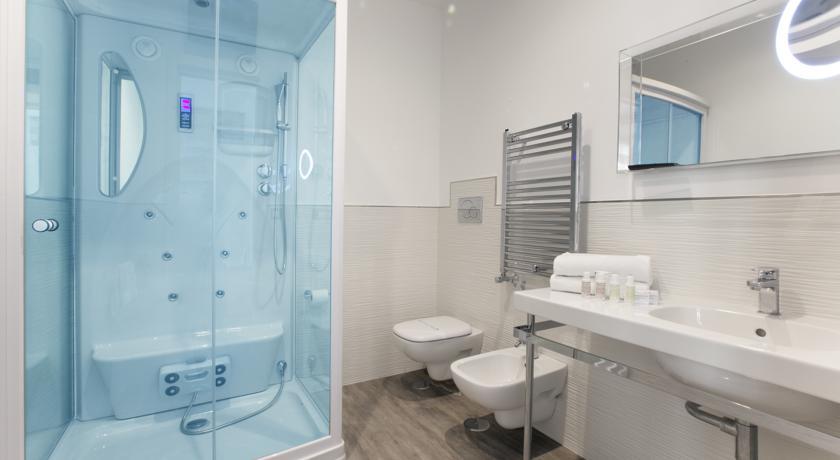 doccia con idromassaggio e cromoterapia sorrento