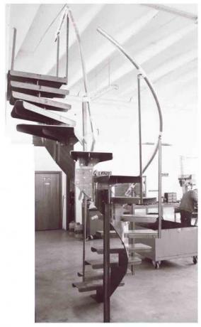 scala in ferro curvata