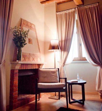 Camera classic con camino hotel di lusso Perugia