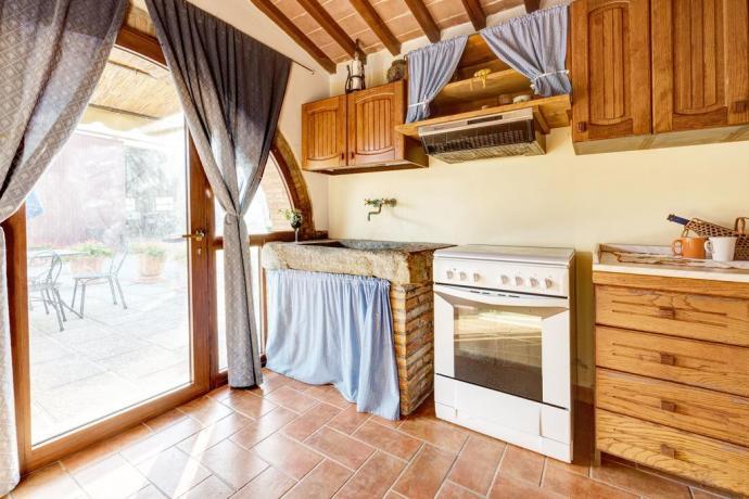 cucine con vista giardino in casale ronzano