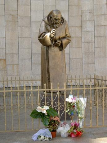Statua Padre Pio Pietralcina, Santuario