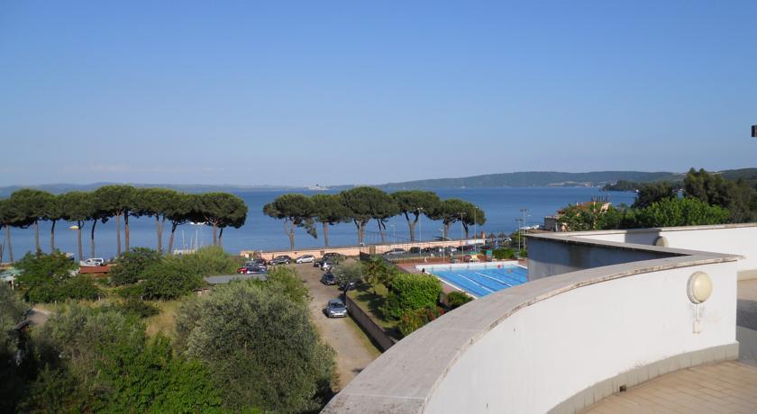 Panorama della Piscina all'Hotel Benessere di Bracciano