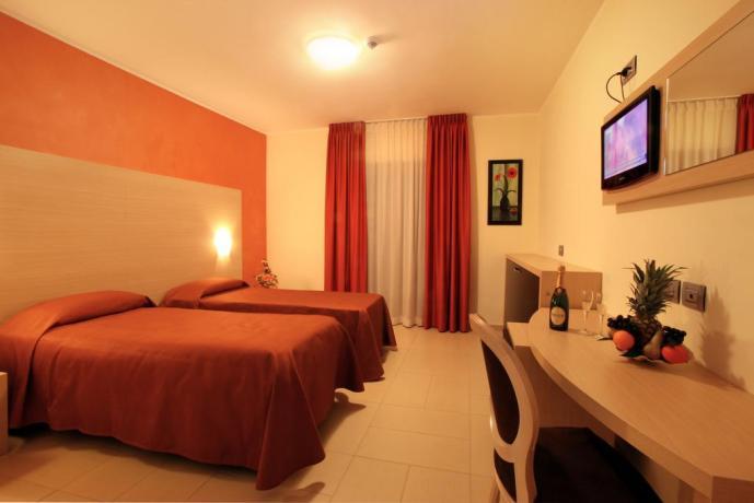 Camera doppia con letti singoli hotel a Diamante