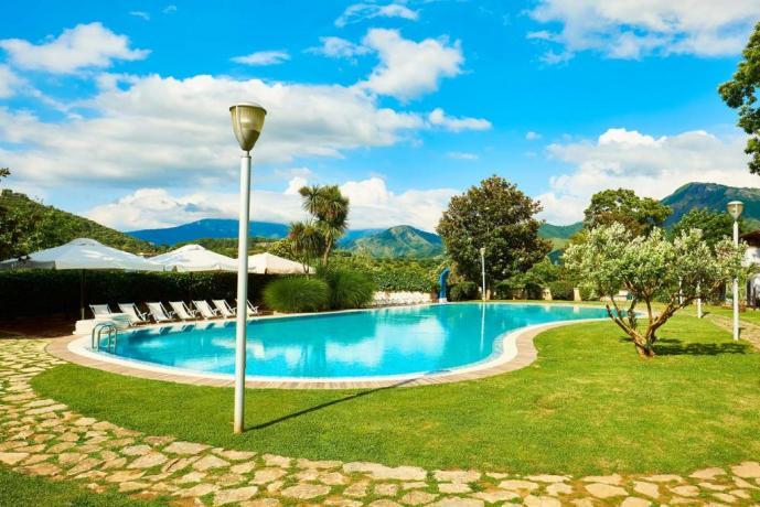 Casolare con piscina e solarium