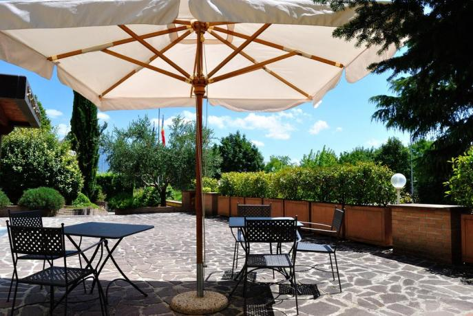 Spazio all'aperto Cannara: giardino e bar
