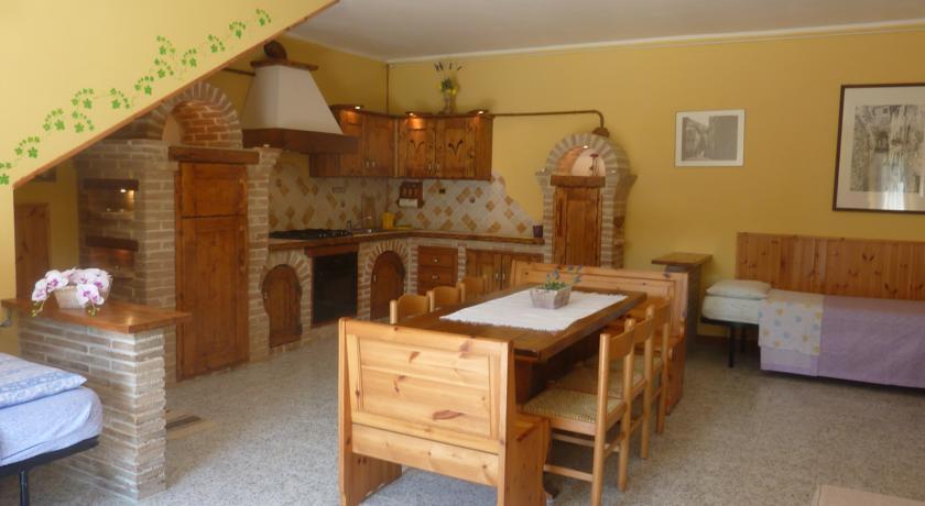 Cucina e sala da pranzo vacanze a Gubbio