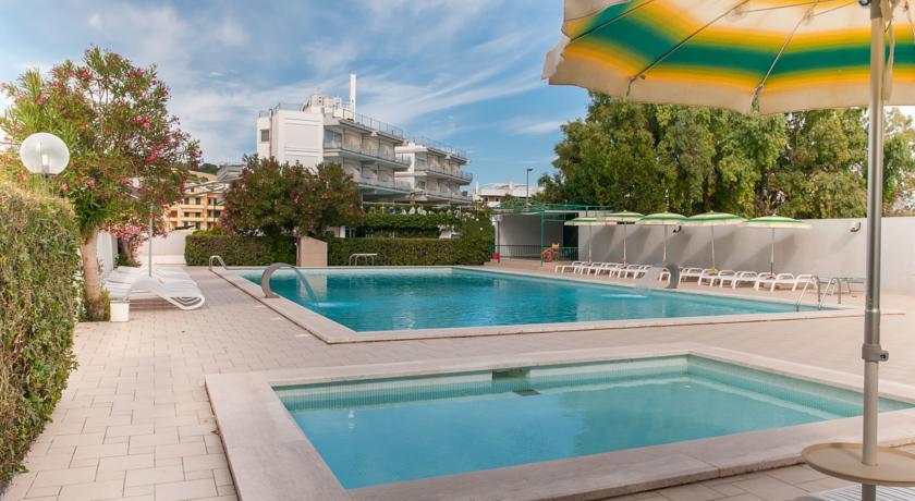 Hotel con 2 Piscine Miniclub e Ristorante