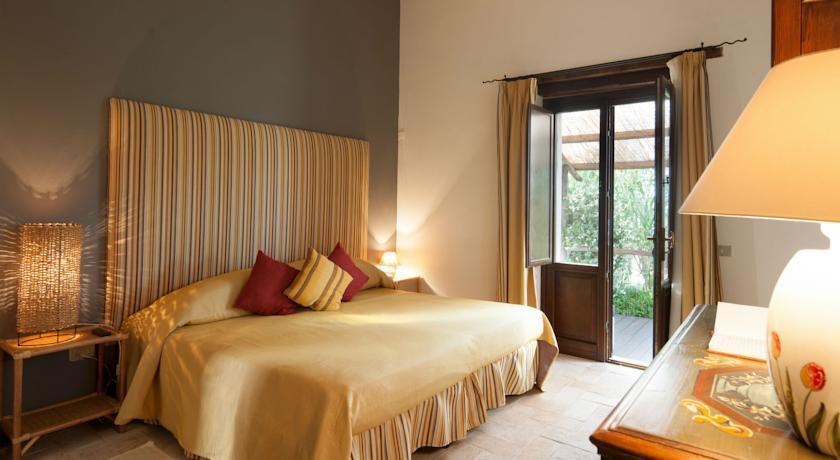 Suite e Camere immerse nel verde a Todi