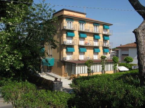 hotel-lidocamaiore-BB-versilia-parcheggiogratuito-vistamare-spiaggia-wifi